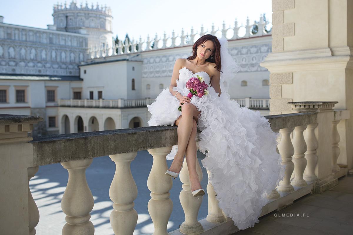 suknia falbany plener Krasiczyn balkon baszty
