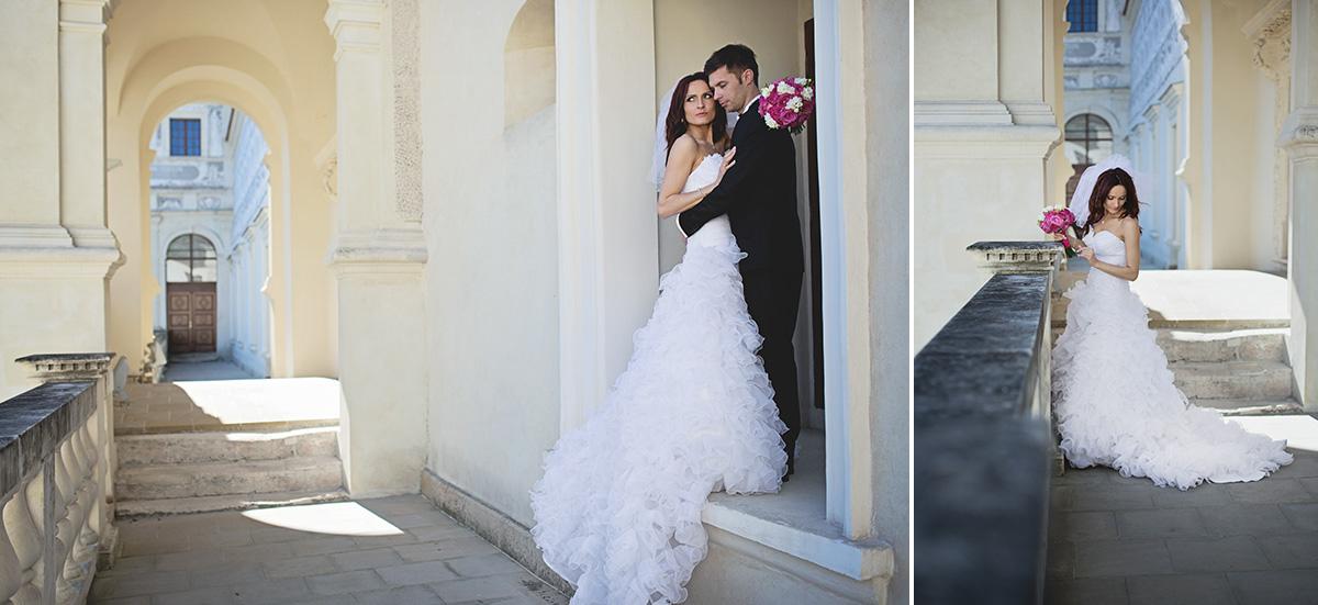 Plener ślubny Krasiczyn dziedziniec schody