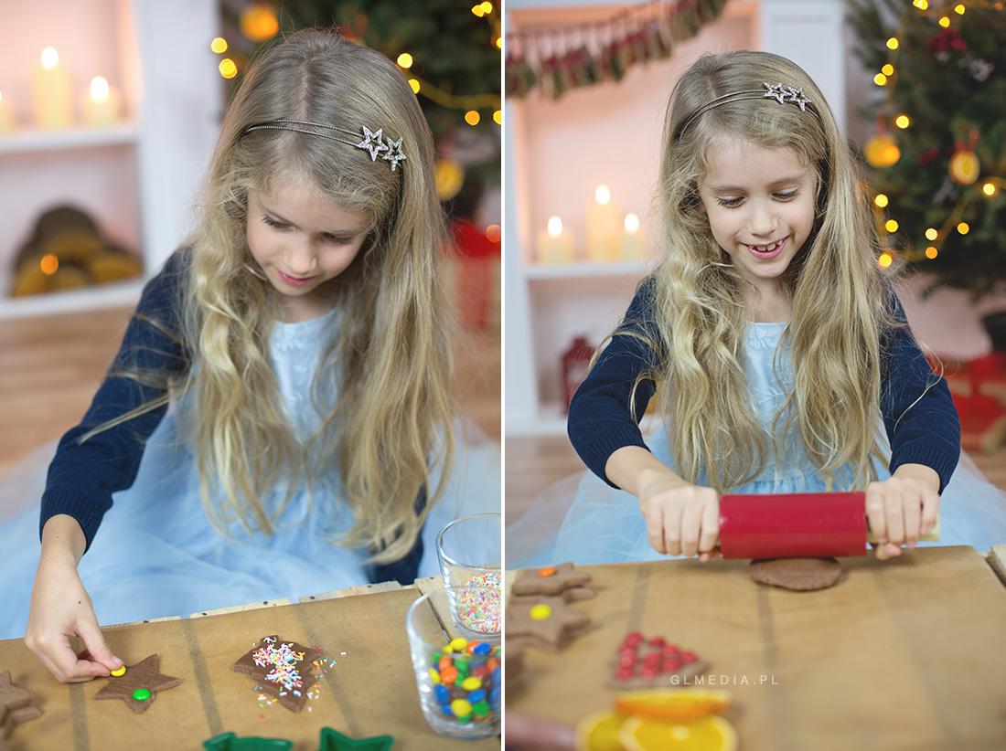 pieczenie ciasteczek sesja świąteczna