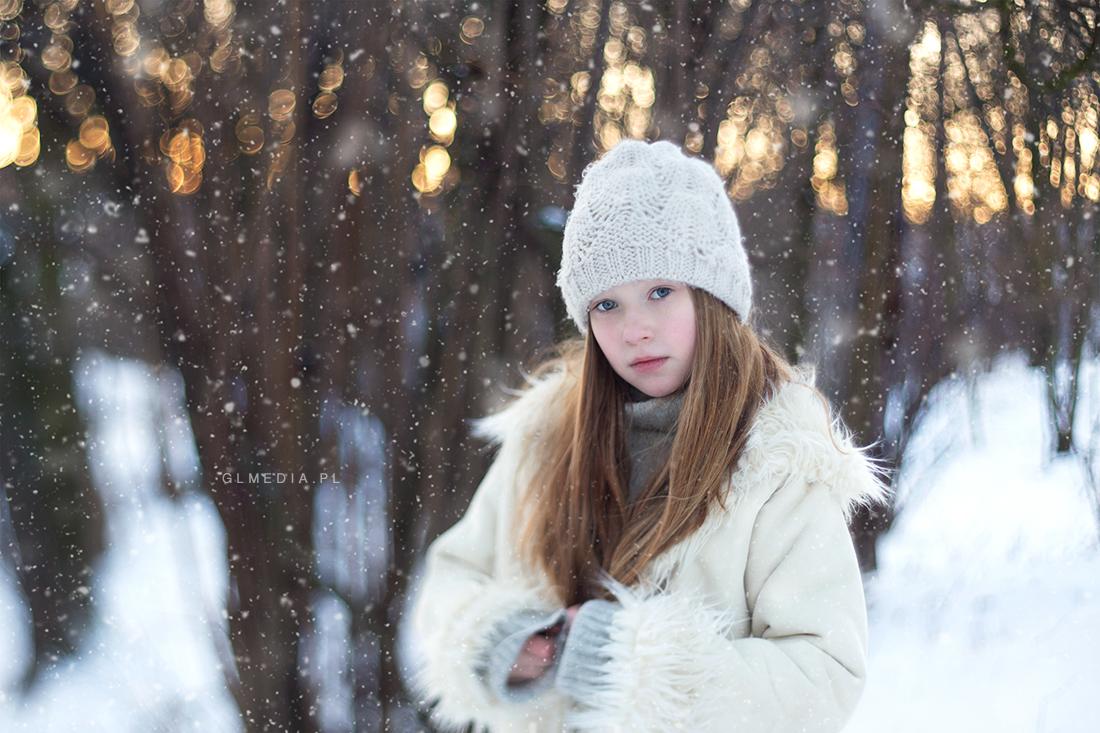 Pada śnieg na sesji zdjęciowej