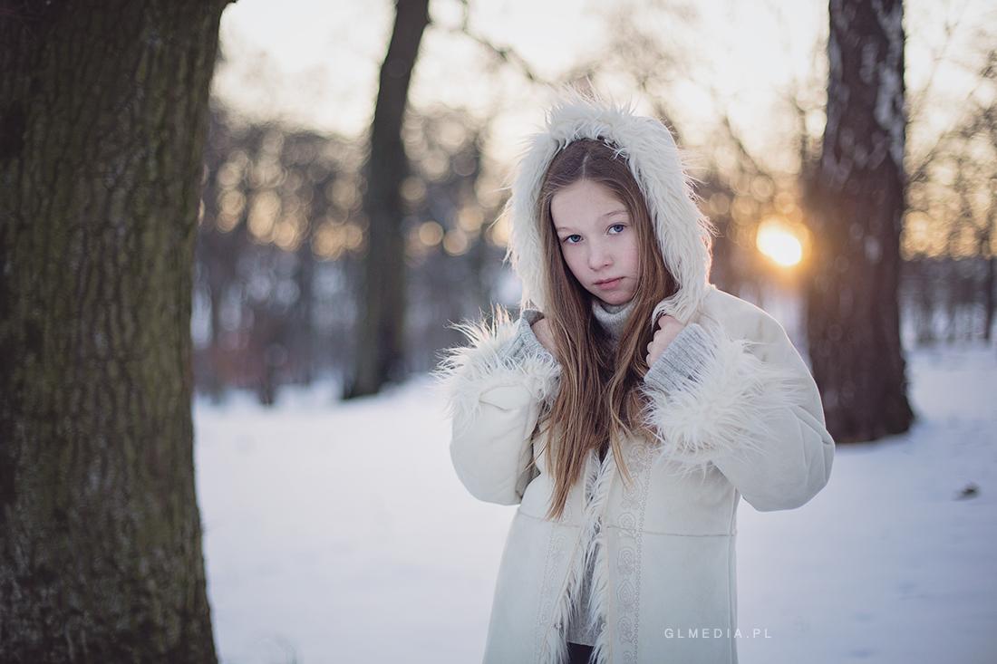 zimowy plener przy zachodzie słońca