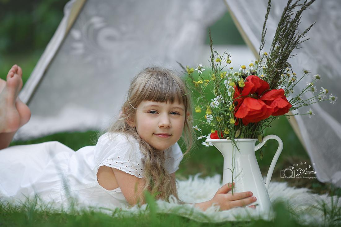 Letnie sesje dzban kwiatow