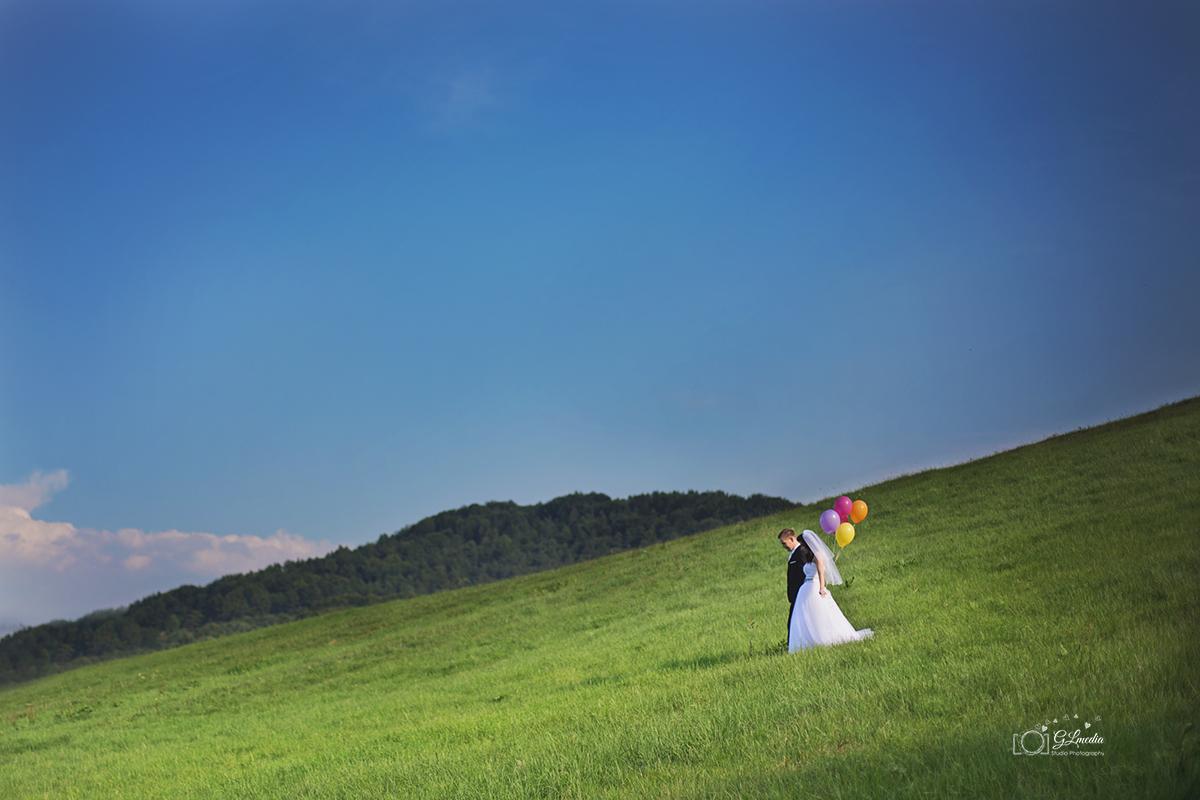 Plener ślubny z balonami widok