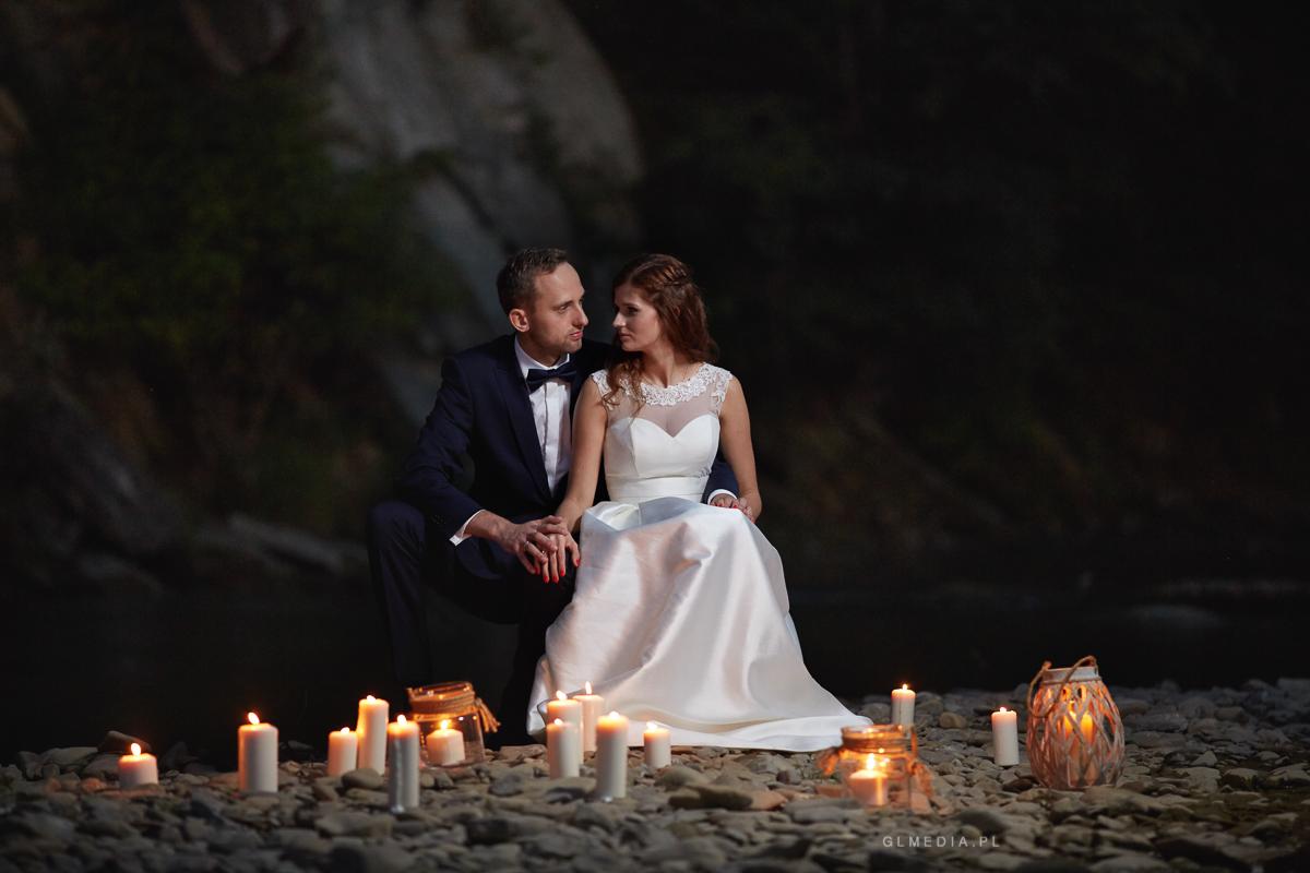 Stylizowany plener ślubny ze świecami