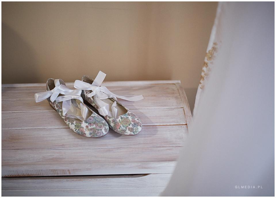 Detale w fotografii ślubnej buty